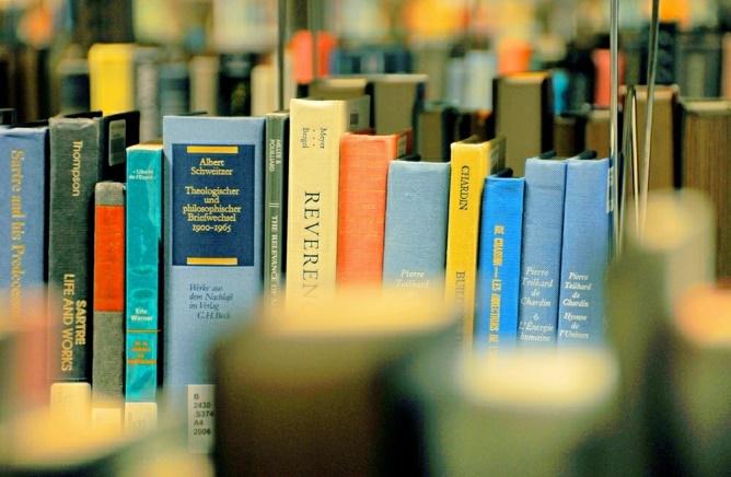 Biblioteca do TCE−RJ promove interação entre autores e leitores